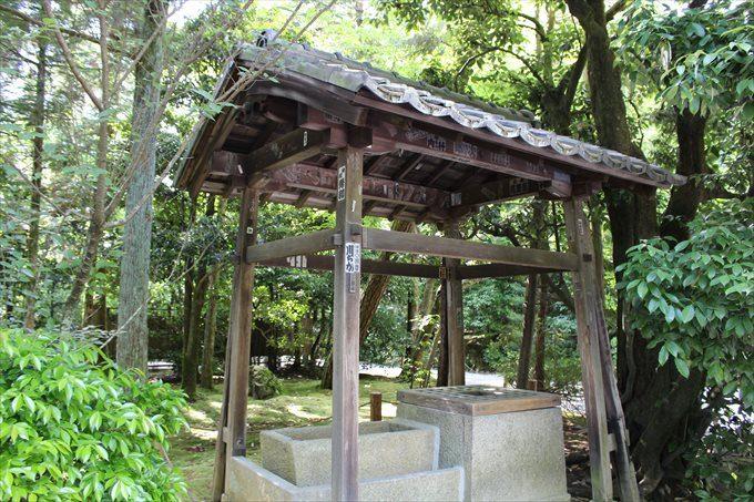 8参道からの風景の井戸