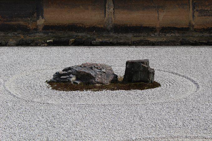 23石庭の石(右から2つめ)