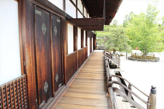 27宸殿の縁側