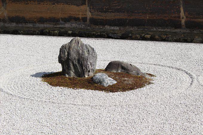 22石庭の石(中央)