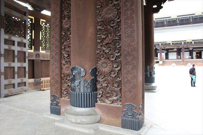 5御影堂門の柱