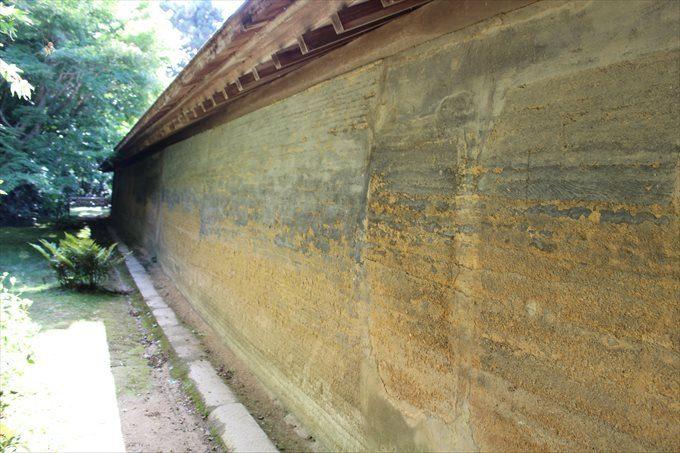 38油土塀の外側