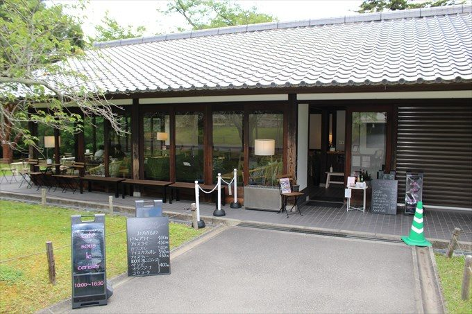 22霊宝館横のカフェ