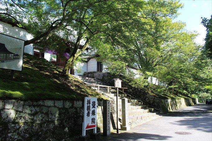 2勅使門を斜めから