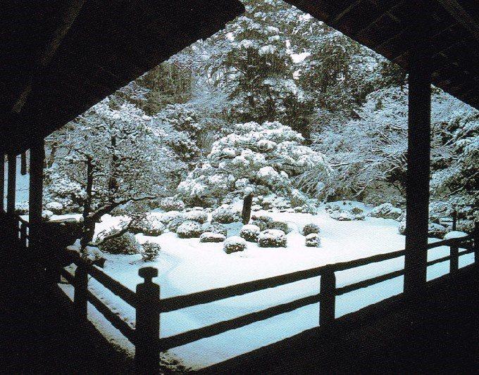 23庭園雪景色ポストカードより