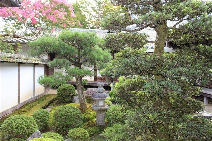 25別の中庭