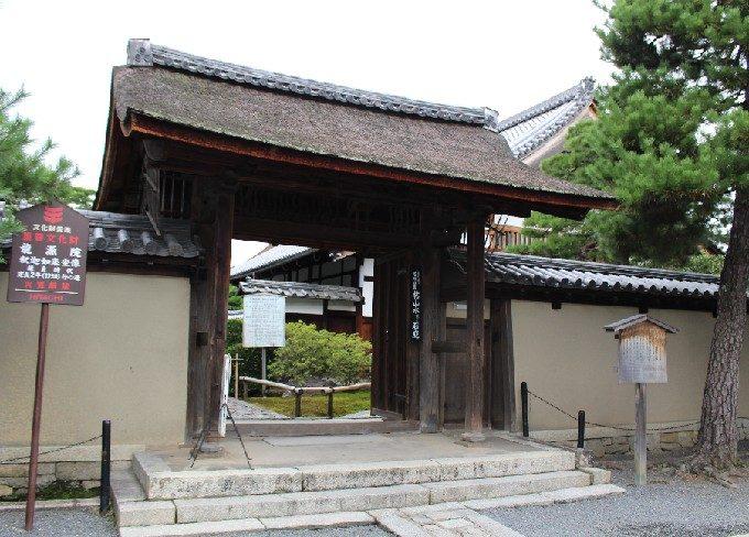 2龍源院の表門