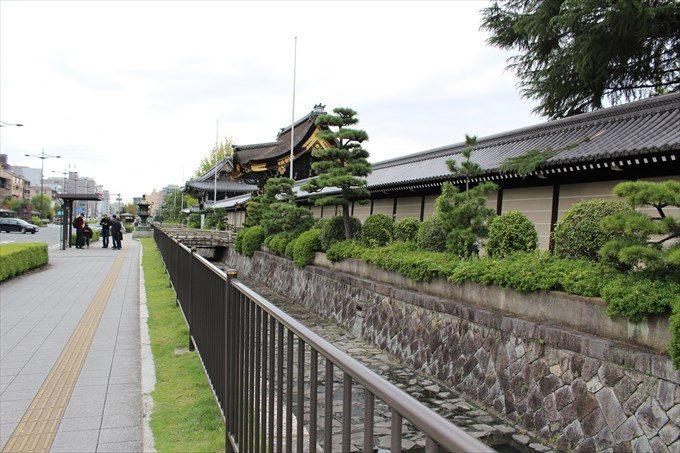 3西本願寺の塀と堀