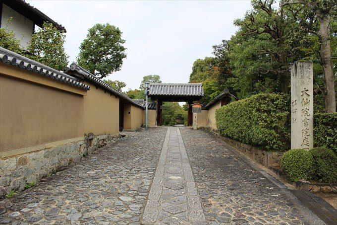26芳春院の門