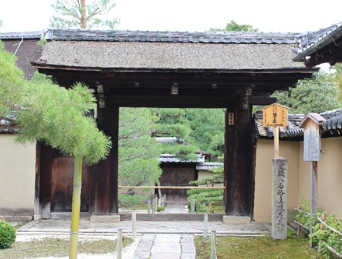 33真珠庵の門