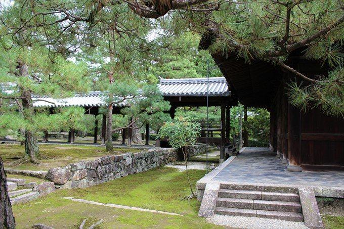 20仏殿から法堂への廊下