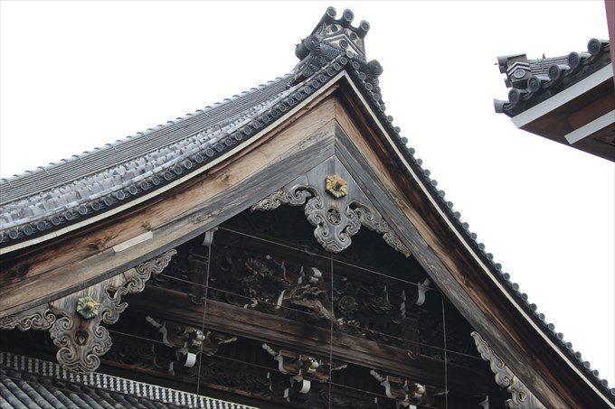 27阿弥陀堂の屋根の細工