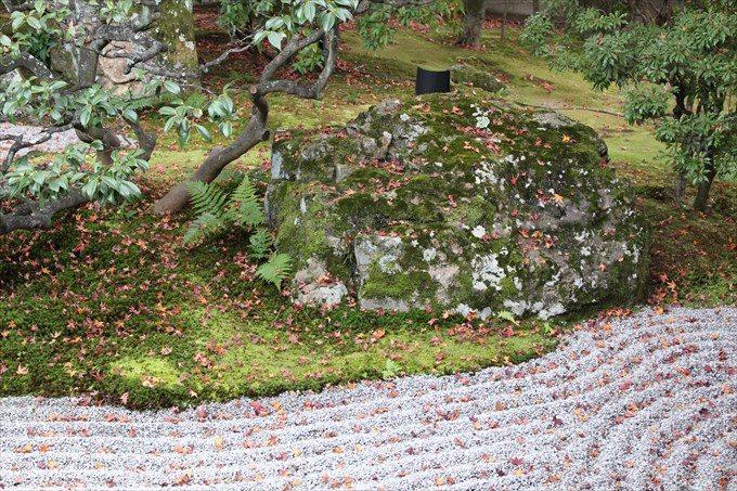 22南庭の庭石2