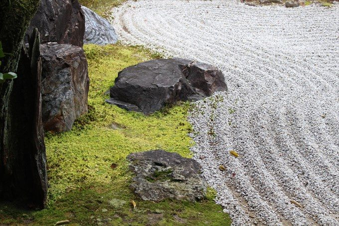 22南庭の庭石