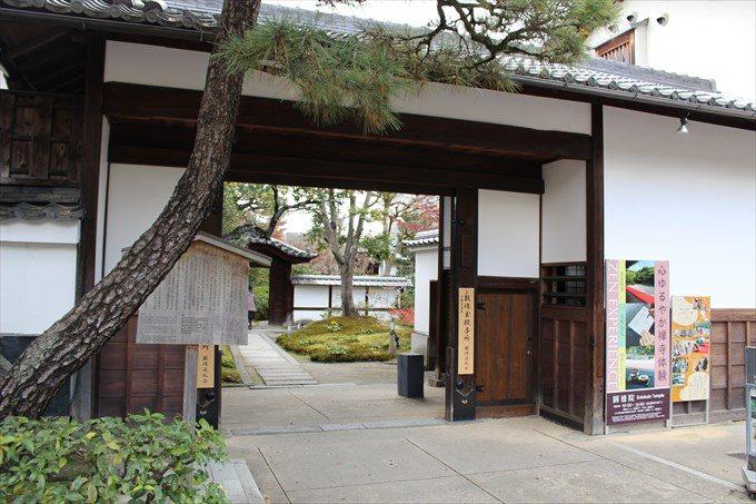 9圓徳院の長屋門