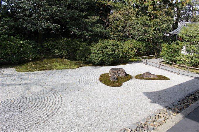 34方丈の庭園(奥に通路)