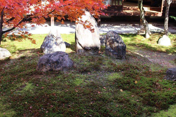 49潮音庭の岩