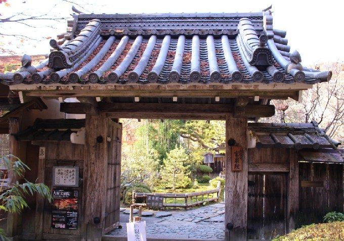 5宝泉院の門