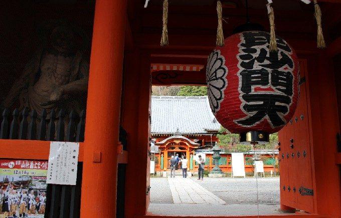 14毘沙門堂の仁王門
