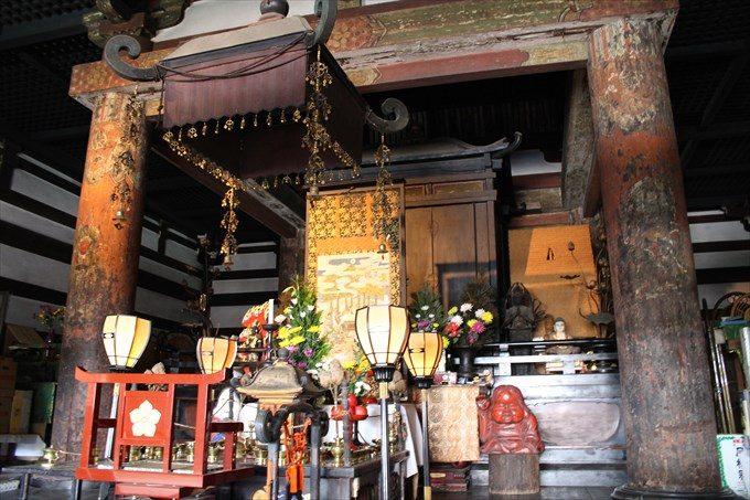 28本堂のお仏壇?