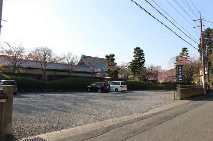 38妙満寺の駐車場2