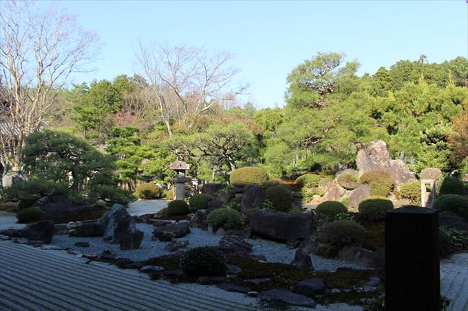 23妙満寺の雪の庭