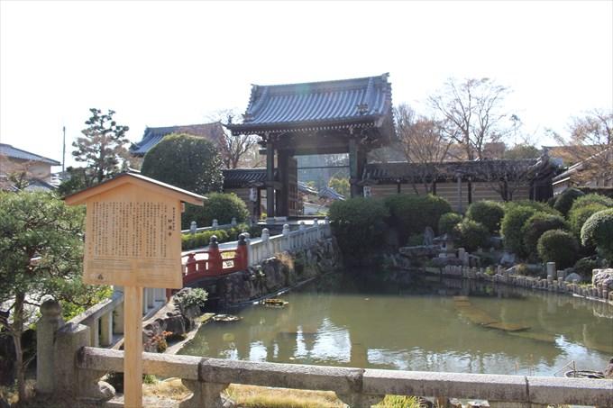2山門前の池