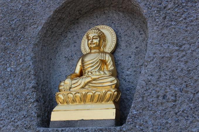 15仏舎利塔の仏様1