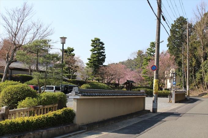 37妙満寺の駐車場1