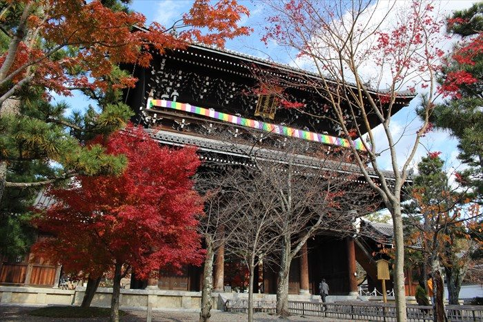 金戒光明寺の三門(表側)と紅葉