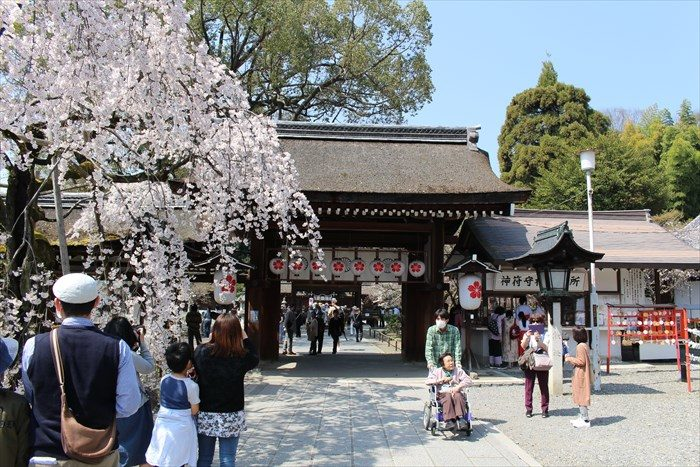 11平野神社の神門