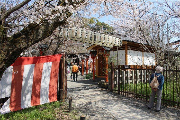50平野神社境内へ入る入り口