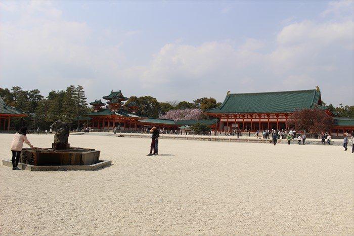 3平安神宮の境内