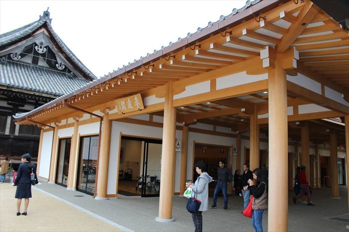 31三十三間堂の内部への入場者玄関